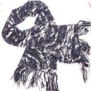 Bebe fuax fur fuzzy black and white shawl fringe